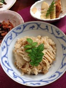 タケノコの炊き込みご飯の写真