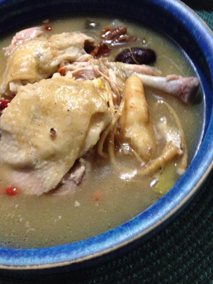 鶏の滋養薬膳スープ